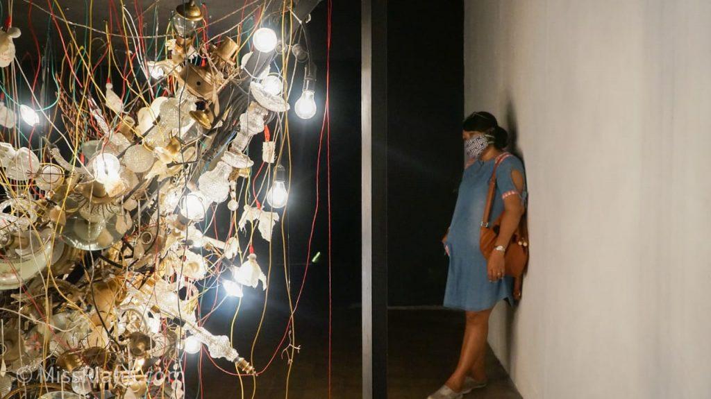 Karya seni Artjog dengan instalasi lampu (dok. Riana Dewie)