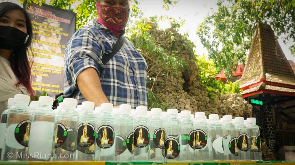 Air Sendang dikemas dalam botol (dok. Riana Dewie)