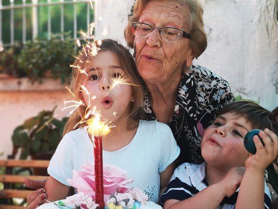 cara menikmati hidup setelah pensiun bersama cucu